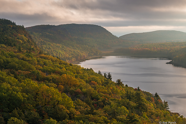 Lake of the Clouds Overlook, Pre-peak Color, Ultimate Autumn Forests and Lake Superior Shoreline Tour, MI